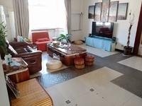 禹香苑西区六楼斜顶中等装修带家具家电 138平米送超大露台三室两厅两卫51.8万