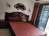 出租锦绣花城 步梯二楼128平3室2厅精装修家具家电齐全,有车位。年租2W