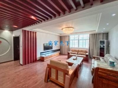 黄金水岸,电梯中层,豪装短住三居室,带家具家电,首付39万拎包入住。
