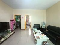 明珠小区:步梯低层、有大红本。有本能按揭、可改三居室、房东降价急售!!优质好房