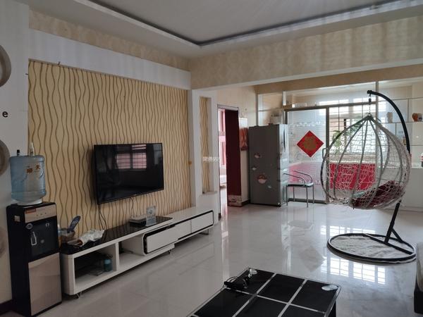 锦绣花城北区 3层 新装 保养好 天燃气 地暖 地下室 车位有 3卧室 理想学校