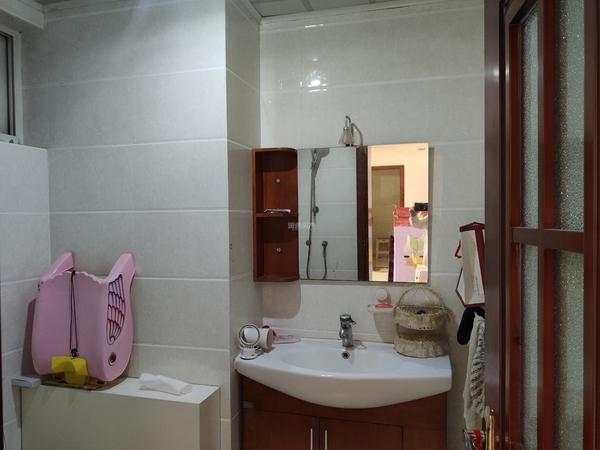 金鑫盐湖城 2层 首次出租 家具家电齐全 空调都有 大暖 天燃气 3居室 车库