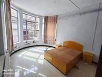 泰山巷西二巷5号 3分大庭院出租,住房面积上下两层,共180平米,三室两厅两卫
